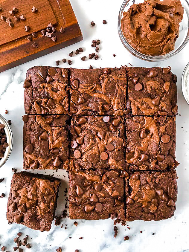 Healthier brownies made with only 8 ingredients. There's also no butter and no oil in them too! They're the perfect healthier treat!