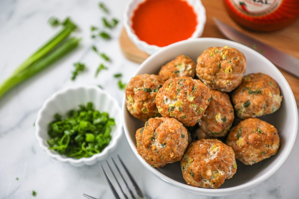 These spicy turkey meatballs are made with simple ingredients and take just minutes to put together. They're a perfect healthy option for a quick dinner or lunch!