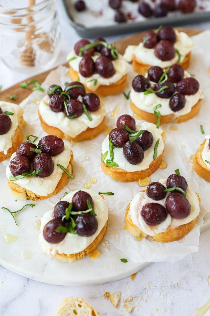 You NEED these grape and goat cheese crostini at your next appetizer party! They're so easy to make and perfect for the fall and winter seasons!