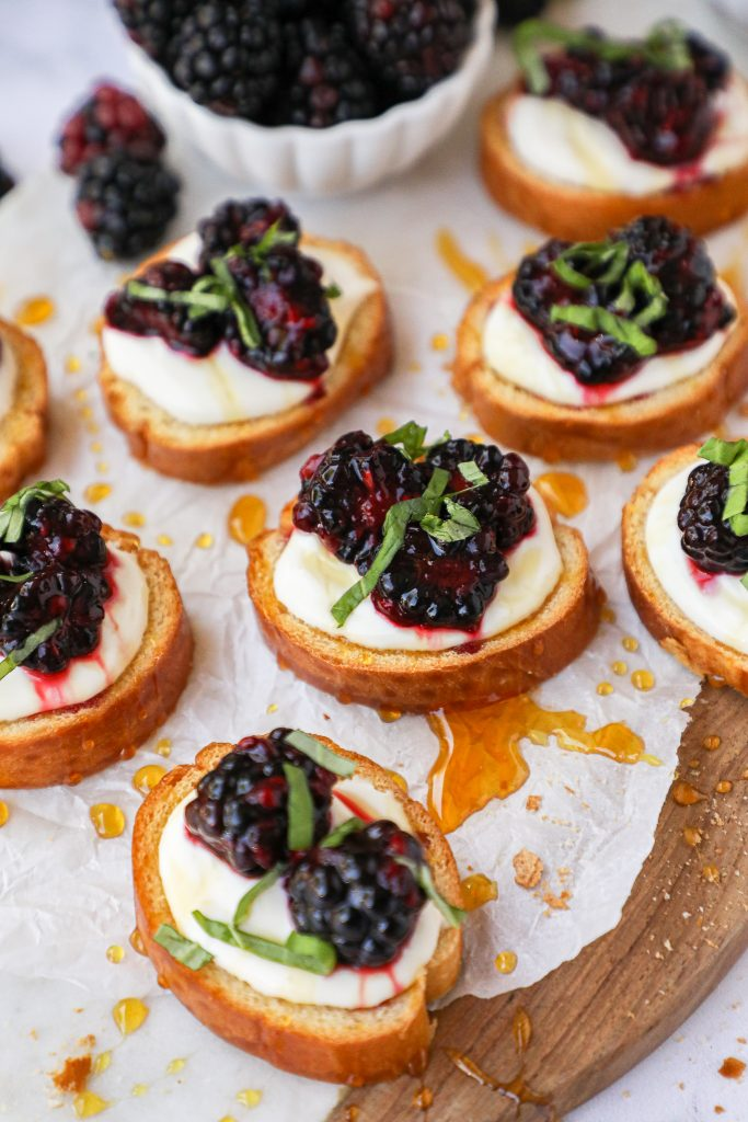 An easy crostini recipe that can be whipped up in minutes! It's tangy and sweet and looks so fancy too!