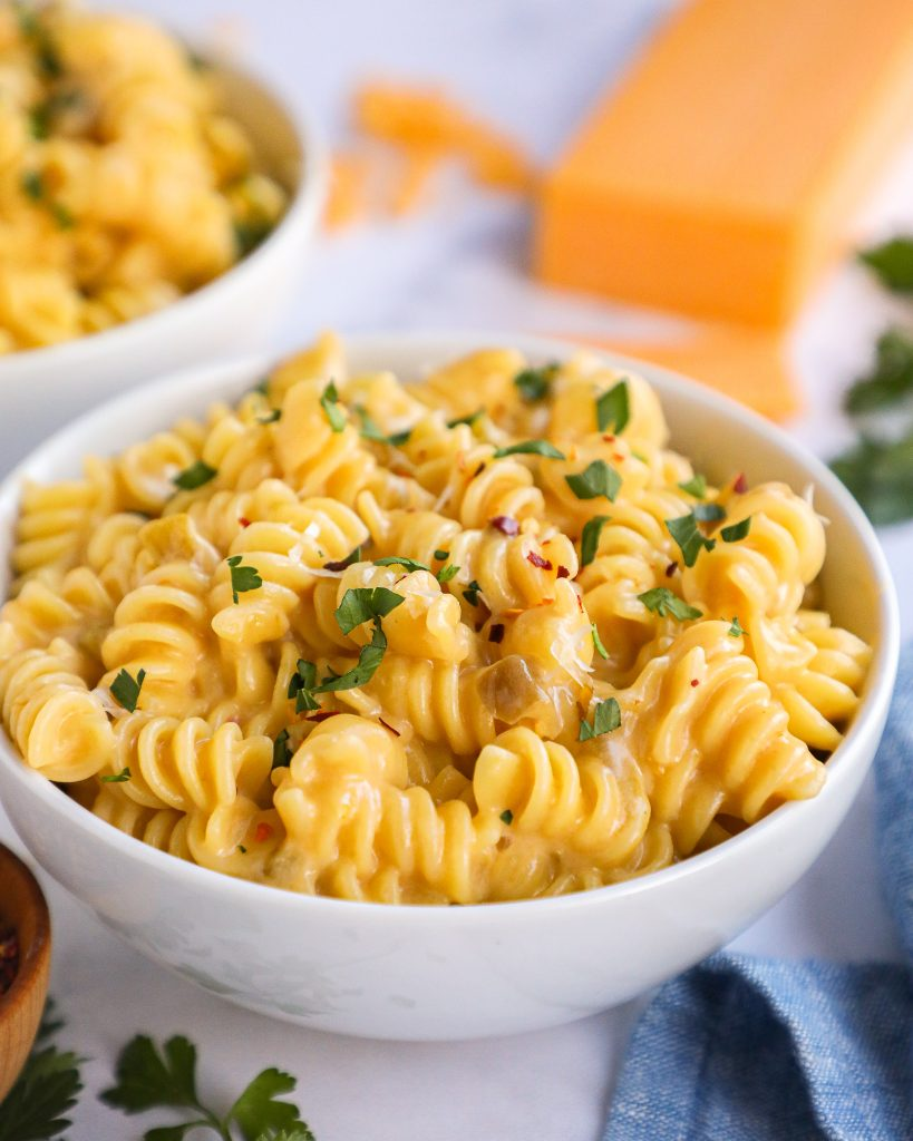 Fast easy and absolutely delicious! This spicy mac and cheese recipe is made in one pot and only requires 7 ingredients!