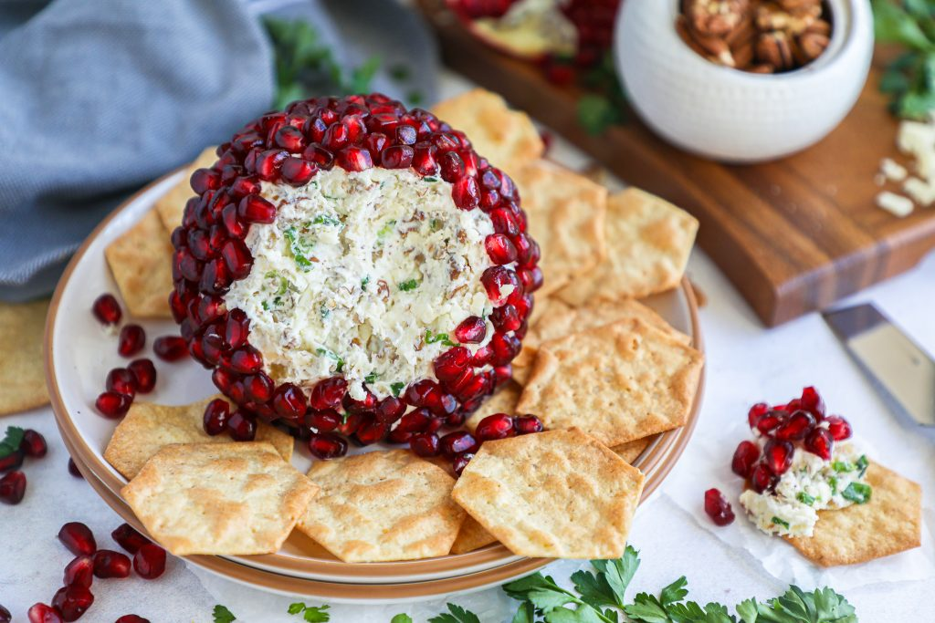 This delicious cheese ball recipe is perfect for all of your holiday gatherings! It's easy to make, full of so much flavor and looks so pretty too!