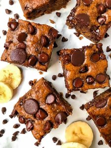 Banana bread brownies with chocolate chips that are healthy, delicious and easy to make!