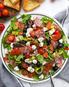 A delicious Italian salad made with fresh ingredinets and a tangy homemade red wine vinaigrette! It's perfect for a quick dinner during the week or even for an easy lunch!